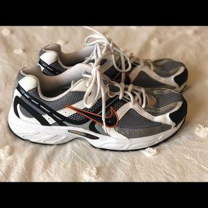 Men's Nike Athletic Shoes size 10 LIKE NEW!